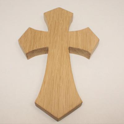 Croix d'inspiration gothique en chêne